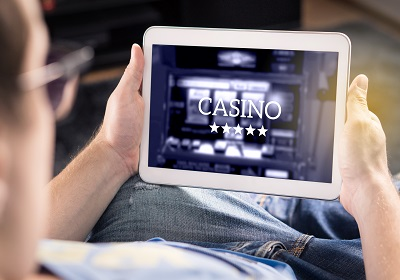Nowicjusze w kasynie: Jak zacząć grać online?